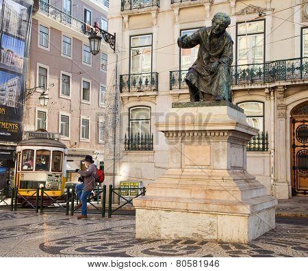 Statue of Antonio Ribeiro