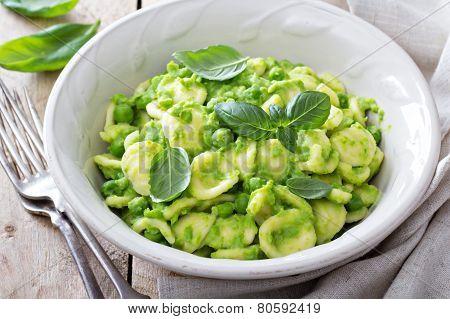 Orecchiette pasta with peas