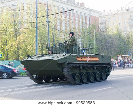 Tank goes to the streets of Moscow in the May 9 Victory Day