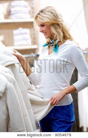 À procura de roupas de Inverno