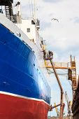picture of shipyard  - Shipyard worker to clean ship after painting - JPG