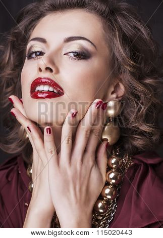 rich brunette woman with a lot of jewelery, hispanic