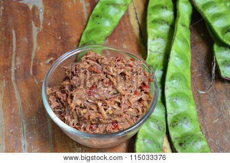 shrimp paste chili sauce with mango and Thai flat bean