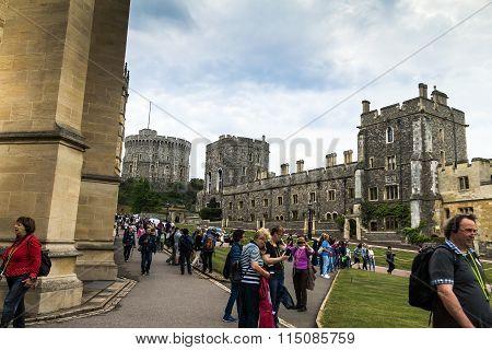 Unidentified Tourists Near St. George Chapel. Windsor. Uk