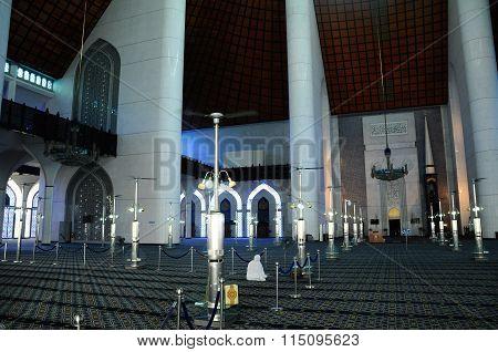 Interior of Sultan Salahuddin Abdul Aziz Shah Mosque