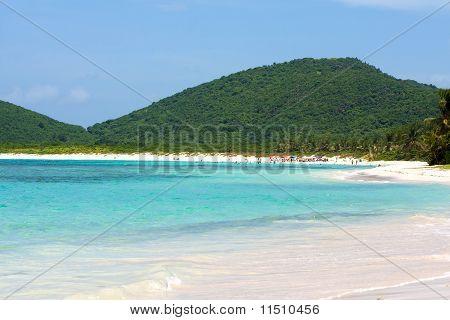 Praia de Flamenco de ilha de Culebra