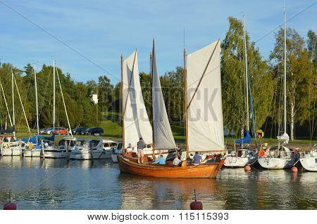 Sailng Boat