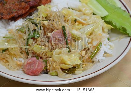 fried glass noodle with cabbage and sour pork