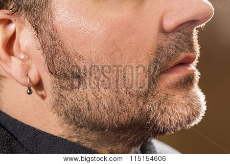 Hairdresser, ready to shave beard