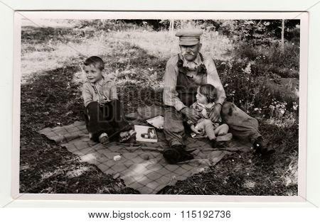 Vintage photo shows the small children with their grandfather circa 1941.