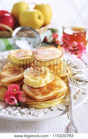 Spring Sweet Breakfast: Apple Fluffy Fritters