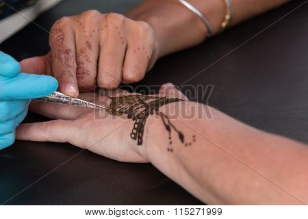 Woman Gets Temporary Henna Tattoo On Hand