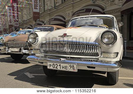 Soviet retro car Volga GAZ-21
