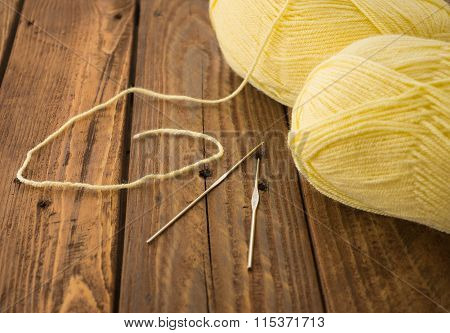 The hooks and the skeins of thread