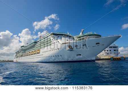 Cruse ship ocean sea luxury travel vacation massive modern boat caribbean cozumel mexico dock port