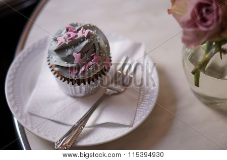 Cup cake with rose flowers