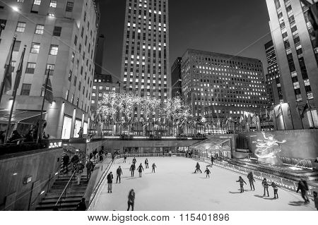 Skaters At The Famous Rockefeller Center