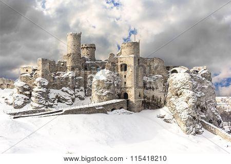 Ogrodzieniec castle ruins in winter.Poland