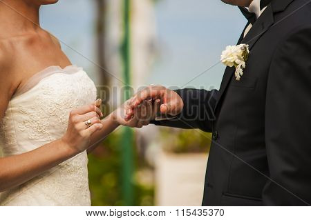 The newlyweds hands.