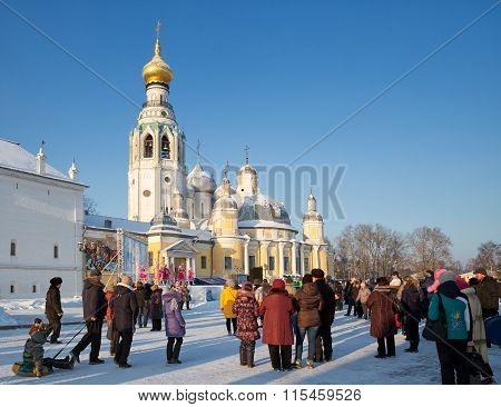 People Watch The Performance Dance Group. Vologda, Russia