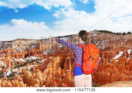 Yong hiker woman point to Bryce canyon
