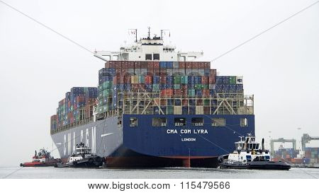 Multiple tugboats assist CMA CGM LYRA maneuver to the Port of Oakland