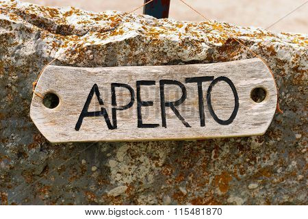 Aperto - Open Sign In Italian Language