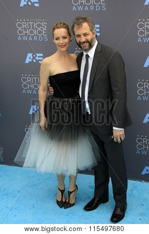 LOS ANGELES - JAN 17:  Leslie Mann, Judd Apatow at the 21st Annual Critics Choice Awards at the Barker Hanger on January 17, 2016 in Santa Monica, CA