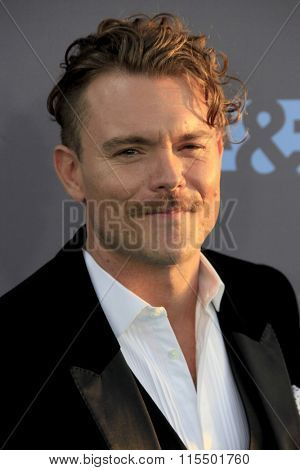 LOS ANGELES - JAN 17:  Clayne Crawford at the 21st Annual Critics Choice Awards at the Barker Hanger on January 17, 2016 in Santa Monica, CA