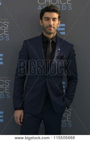 LOS ANGELES - JAN 17:  Justin Baldoni at the 21st Annual Critics Choice Awards at the Barker Hanger on January 17, 2016 in Santa Monica, CA