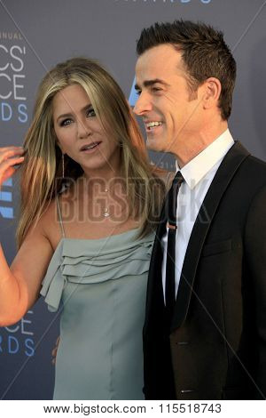LOS ANGELES - JAN 17:  Jennifer Aniston, Justin Theroux at the 21st Annual Critics Choice Awards at the Barker Hanger on January 17, 2016 in Santa Monica, CA