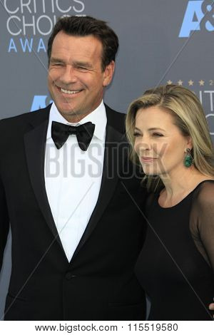 LOS ANGELES - JAN 17:  David James Elliott at the 21st Annual Critics Choice Awards at the Barker Hanger on January 17, 2016 in Santa Monica, CA