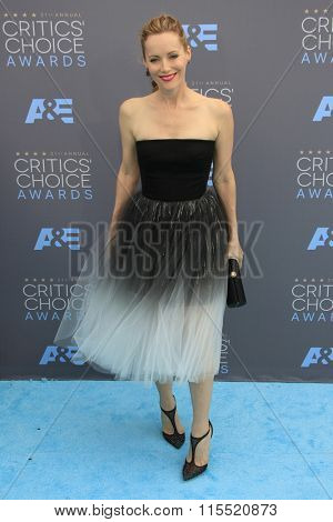 LOS ANGELES - JAN 17:  Leslie Mann at the 21st Annual Critics Choice Awards at the Barker Hanger on January 17, 2016 in Santa Monica, CA