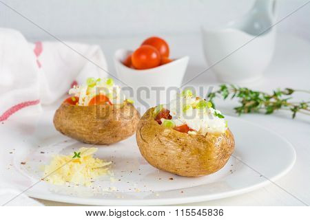 Baked potato with cheese, sour cream and red caviar