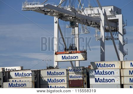 Super Panamax crane loading shipping containers