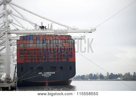 APL Cargo Ship YANGSHAN loading at the Port of Oakland