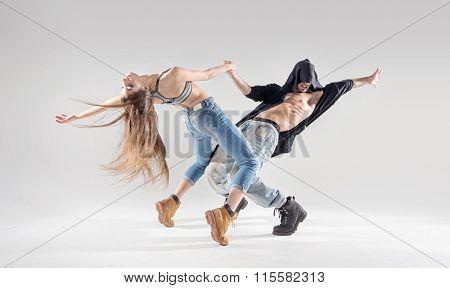 Sporty hip-hop dancers