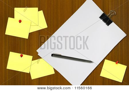 white blank note paper