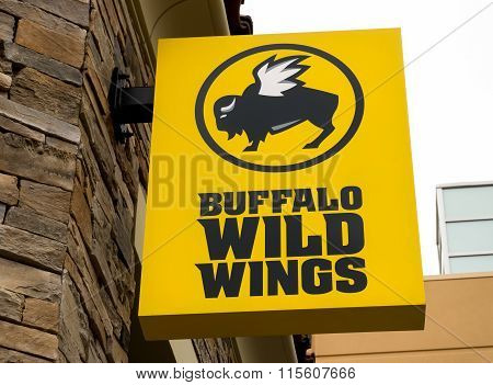 Buffalo Wild Wings Exterior And Sign