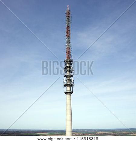 Telecommunication antenna tower