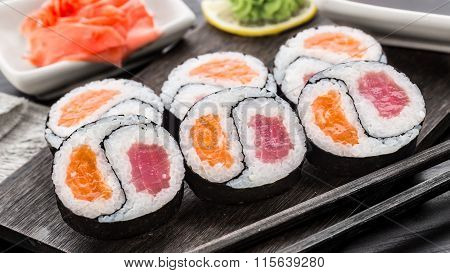 Yin yang futomaki with tuna and salmon