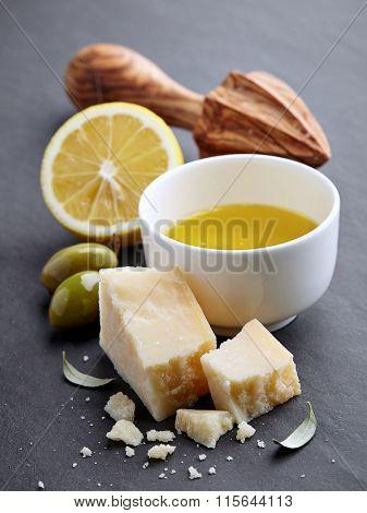 Lemon juicy with olive oil