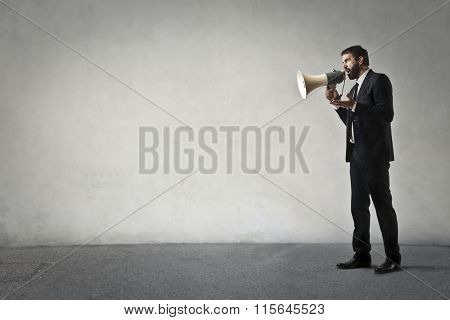 Syndicalist shouting