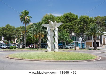 Porto Petro Roundabout Sculpture