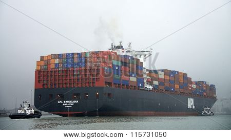 APL Cargo Ship BARCELONA departing the Port of Oakland through heavy fog