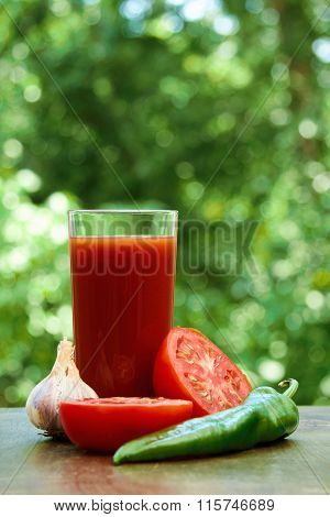 Fresh tomatoes, garlic, juice and hot pepper
