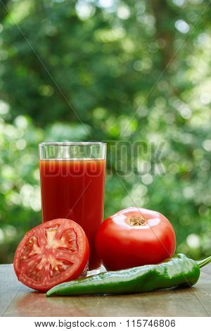 Fresh tomatoes, juice and hot pepper