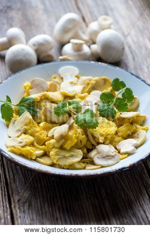 Scrambled eggs with mushroom and Coriander