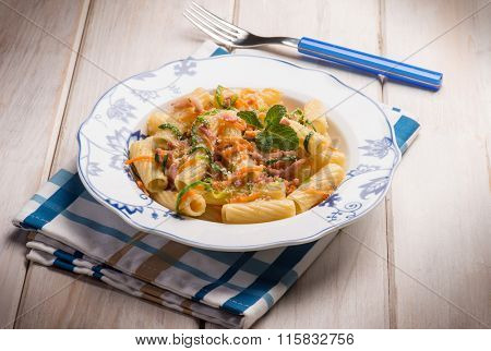 pasta with bacon carrot and leek
