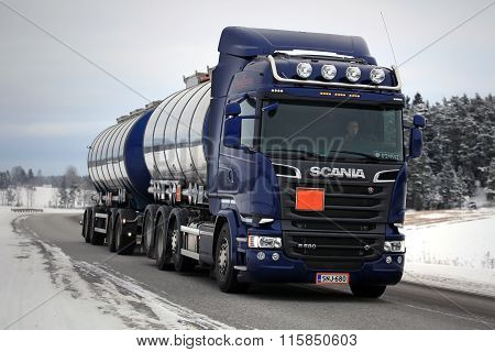 Purple Scania R580 Tank Truck In Winter